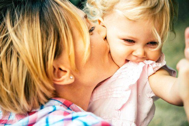Rodzicielstwo bliskości, wychowanie bezstresowe, a może system nagród i kar? Każda z metod wychowawczych ma tyle samo zwolenników, co przeciwników.