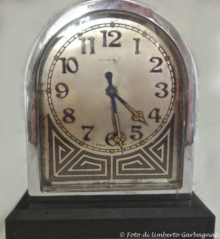 """...Antico orologio meccanico """"bifronte"""" da tavolo in argento con decoro in stile """"Art-deco""""del primo '900 - ( HAUSMANN & C.- 8 days - swiss) - © Umberto Garbagnati -"""