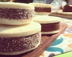 Alfajores de maicena con dulce de leche extra - receta: Cocineros Argentinos