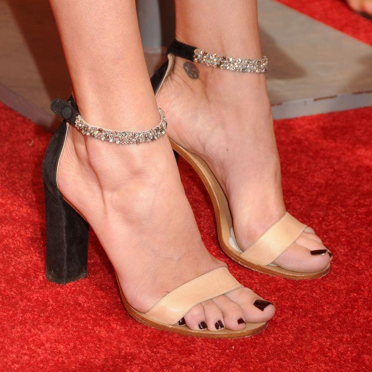 Rebecca Romijn's Feet << wikiFeet