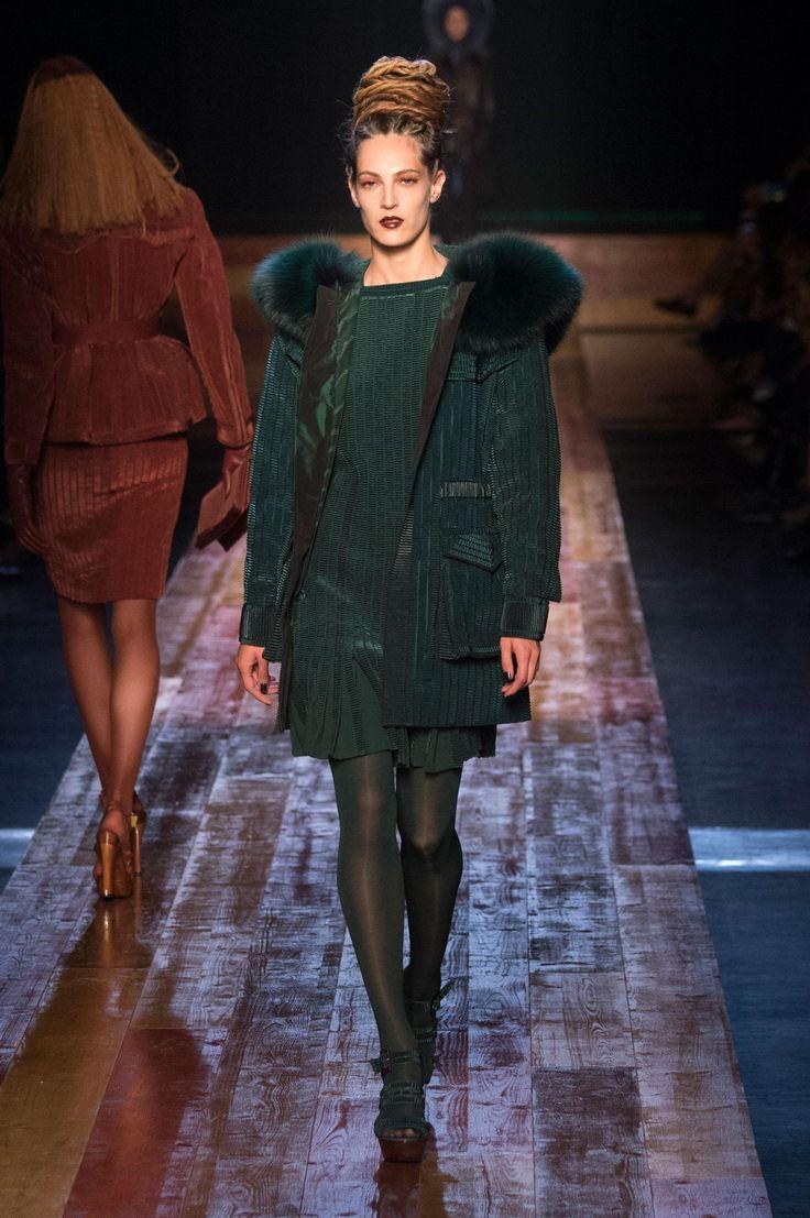 HM Studio FallWinter 2015-2019 Collection – Paris Fashion Week foto