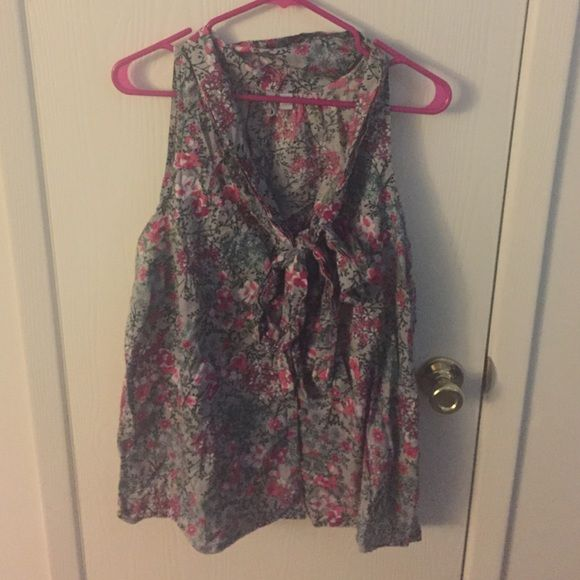 Old Navy floral-printed tank top Old Navy floral printed tank top. Buttons up. Has a bow tie in the front. Size 2x. Old Navy Tops Tank Tops