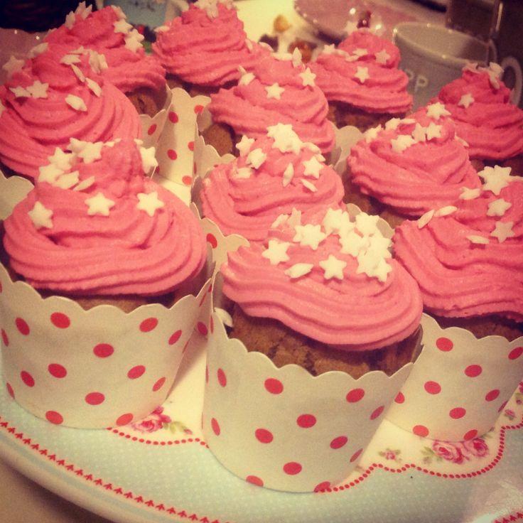 Christmas cupcakes with Miss Etoile's baking cups. Piparkakunmakuiset kuppikakut.