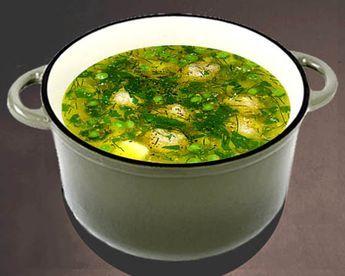 Суп с фрикадельками и зеленым горошком в кастрюле