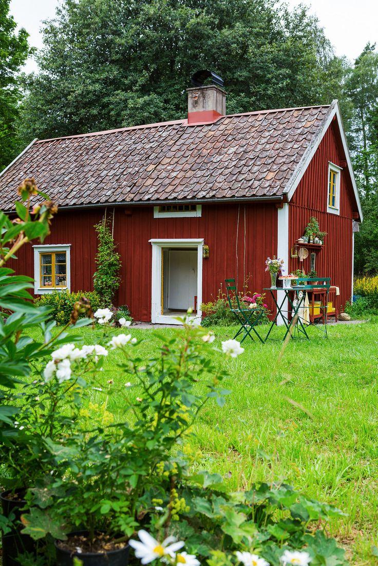 Vintage cottage in Sweden | photos by Karin Johansson | Gravity Home