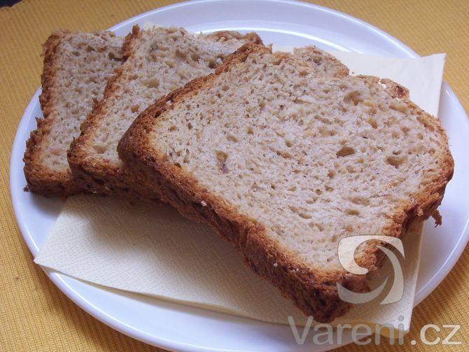 Další z možných variant jak využít domácí pekárnu k přípravě chutného chleba. Celkový čas na přípravu receptu je 3 hodiny 20 minut.