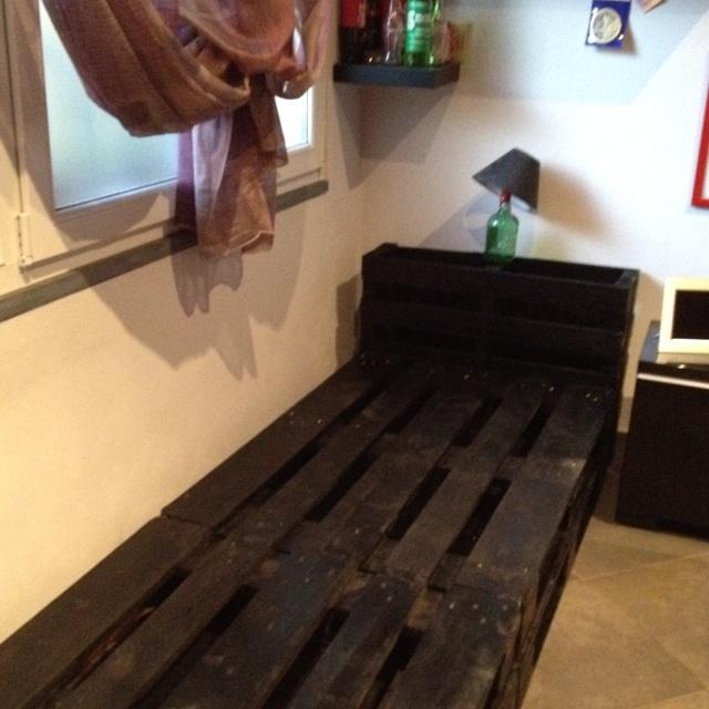 Struttura divano componibile con bancali fai da te idee for Divano bancali