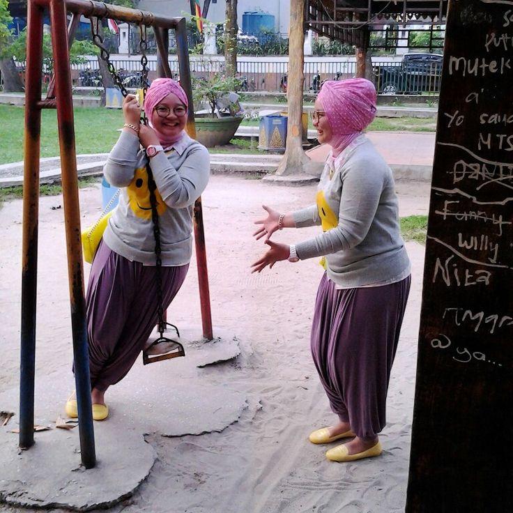 my twin. hihihi. mix and matching purple hareem and yellow sweater.