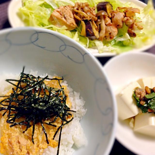 親子丼、鳥肉とキノコのサラダ、納豆豆腐   今日も手抜き(・ω・)ノ - 10件のもぐもぐ - 今日の夕飯 by em1em1