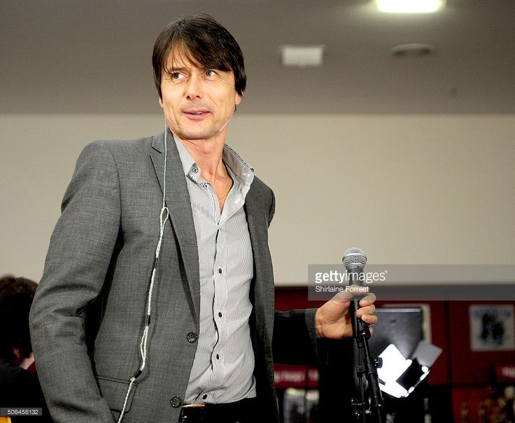 <a gi-track='captionPersonalityLinkClicked' href=/galleries/search?phrase=Brett+Anderson+-+British+Musician&family=editorial&specificpeople=5526853 ng-click='$event.stopPropagation()'>Brett Anderson</a> of Suede performs a live acoustic set and signs copies of their new album 'Night Thoughts' at HMV Manchester on January 23, 2016 in Manchester, England.
