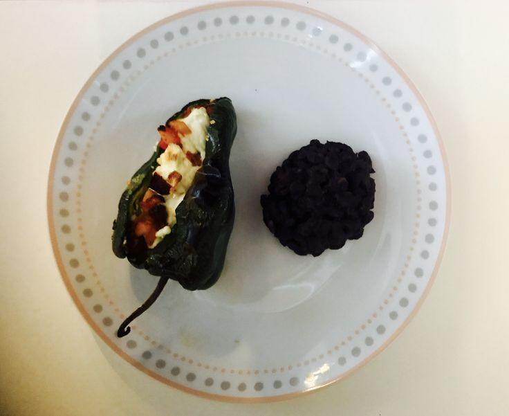 Chile Poblano con queso panela, y frijoles negros