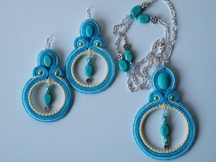 Parure colore turchese-panna con pietre turchese, perle Preciosa , cristalli, monachelle in argento 925, tutto nickel free.