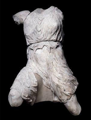 Figure of Iris from the west pediment of the Parthenon Фигура Iris с западного фронтона Парфенона.