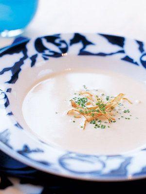 ごぼうのエキスがたっぷり溶け込んだスープに押麦を加えて、なめらかなスープに仕上げよう。|『ELLE a table』はおしゃれで簡単なレシピが満載!
