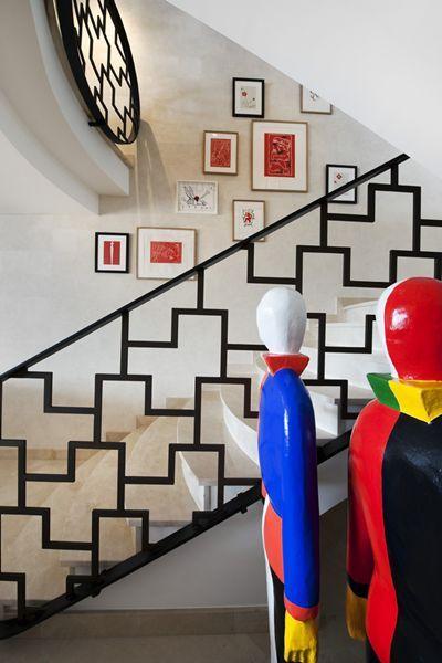Love this stair case railing!    Alberto Pinto - Interior Designs