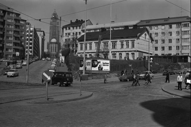 The crossing of Siltasaarenkatu, Toinen linja and Porthaninkatu in Helsinki, Finland. The wooden house was demolished in the Seventies.