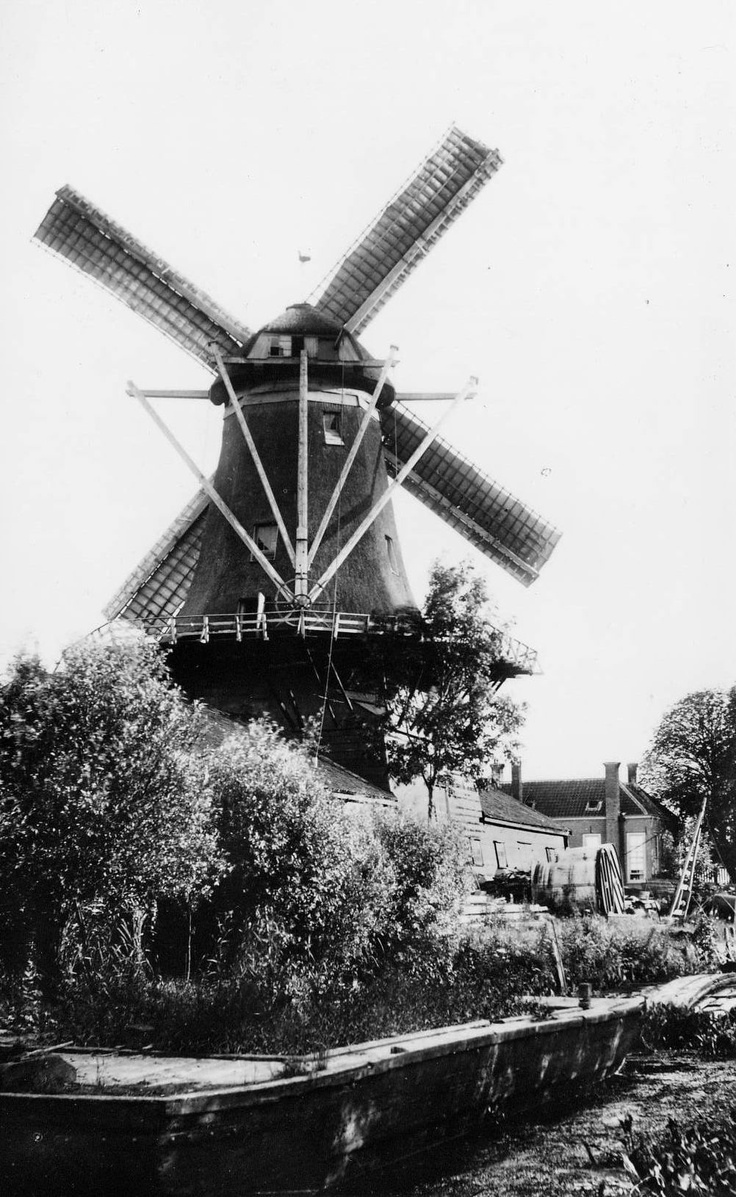 "Windmill ""De Nagtegaal"" on Noordendijk, 1900"