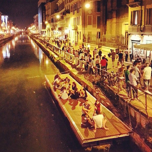 The Milan Friday night on the floating platform on the Naviglio canal. It doesn't seem Milan! #Milan #naviglio #Friday #night #nightlife #Milano #party #canal #madeinitaly #shoppinginitaly #shopping #online #shop #it #tourism #italyloveyou #italyphoto #italianeography #italiano #italiana #italians #italianstyle #italianlovers #italianpride #italianphoto #italianpride #italiansdoitbetter #italianjob #italya #italygram #igersitaly #igersitalia #italianigers