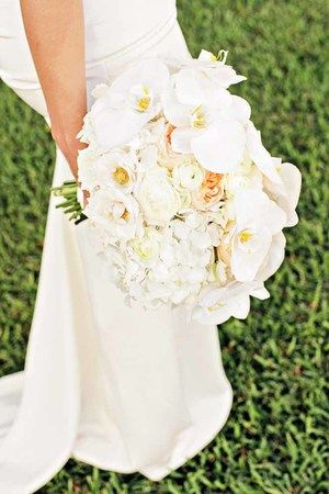 tropical white bouquet / floral design by passion roots / what a day! photography