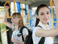 Evita los accidentes en el transporte público. Lee el tema completo en www.achs.cl #safety #prevencion