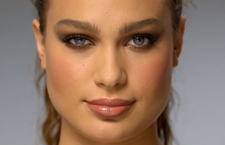 The Sophisticate - Audrey Hepburn, Natalie Portman: natural polished makeup with earthy tones