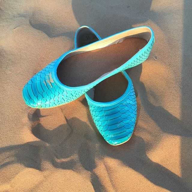 Still the best shoes for dinner! Even if it's a BBQ in the Arabian Desert! #dubai #scarlettos #dinner #love #shoes #worldwideshipping #comfortable