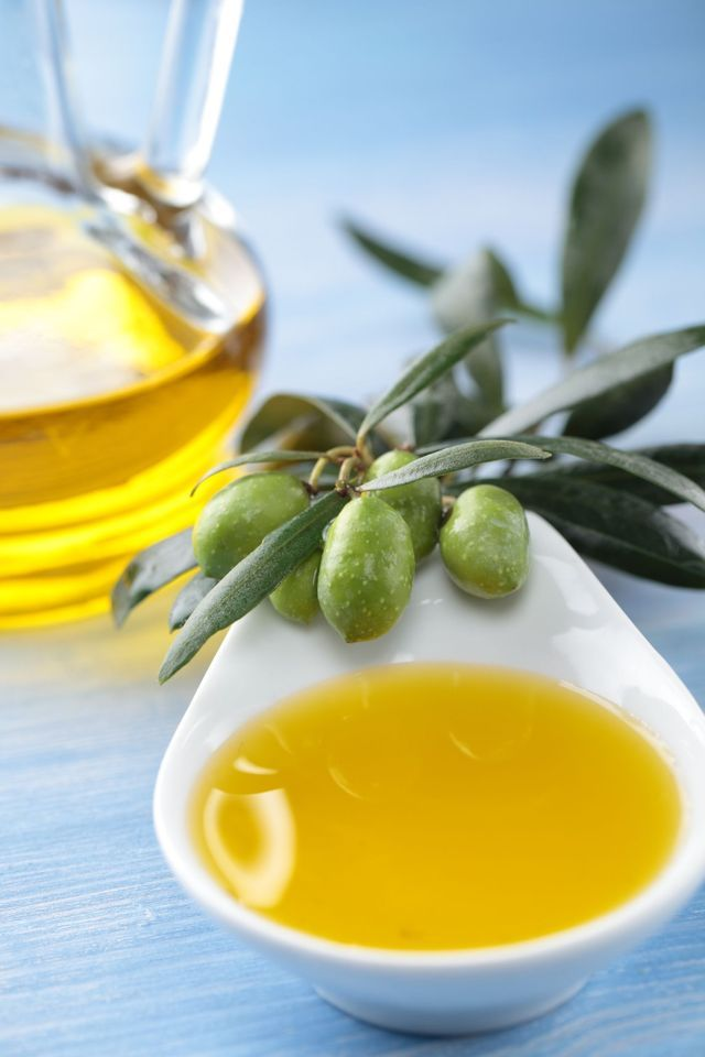 Hair Mask Recipes for Damaged Hair: Hot Oil Treatment for Hair (That You Make Yourself!)