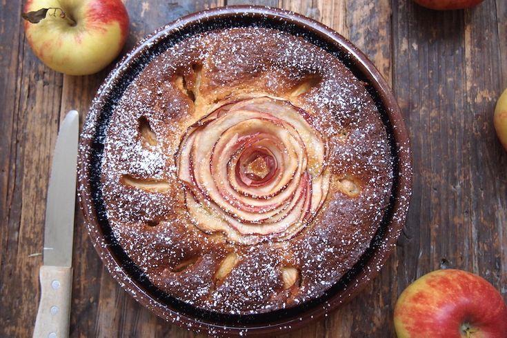 J'avais envie d'un gâteau d'automne, joli, réconfortant et pas trop calorique … et voici le résultat. Une partie du sucre est remplacé par du sirop d'agave, le beurre est réduit et est remplacé par du yaourt à la grec et j'ai ajouté un peu de maïs pour plus de texture à la façon d'un cornContinue Reading