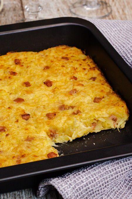 Wenn sich frische Kartoffelraspel mit Zwiebel- und Schinkenwürfel an reichlich Käse und cremigen Joghurt schmiegen, ents…