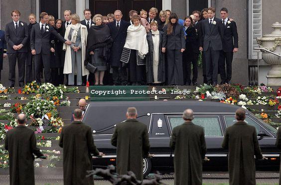 Begrafenis van Prins BERNHARD vertrek uit Soesdijk