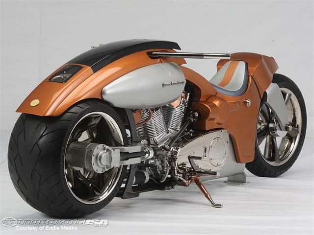 It's like the reverse of a common motorcycle... fat tire up front.