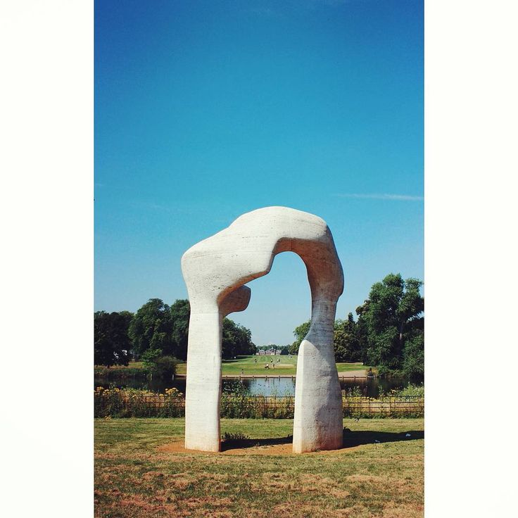#henrymoorearch #byhenrymoore #arch #kensigtonpark #kensingtonpalace #london #londonpark #visionlondon…
