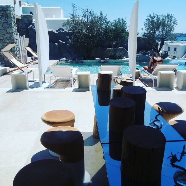 Pool day in #mykonos!! #poolfun 🍸🏊💦🔆#funny #fun #instamood #islandlife🌴 #poolday #kenshomykonos