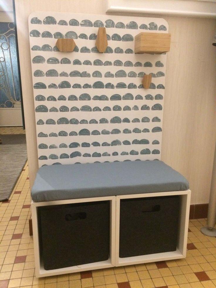 Zwei EKET-Schränke sind die Basis für diese zauberhafte Kinder-Garderobe für den Eingangsbereich.