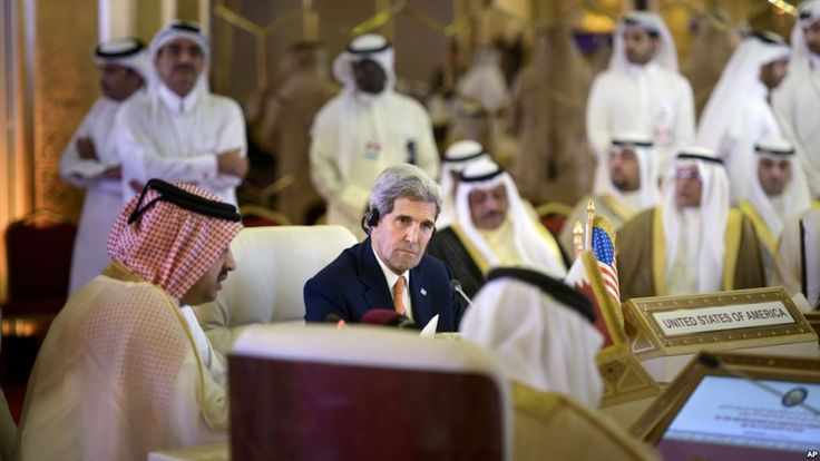 """KIBLAT.NET, Al-Manamah – Menlu Amerika Serikat, John Kerry meminta pemerintah Iran ambil bagian dalam wacana mengakhiri perang di Suriah dan Yaman. """"Kami menyerukan Iran untuk membantu mengakhiri perang di Yaman dan Suriah, yang berarti bukan mengintensifkan serangan kepada salah satu kelompok. Tapi, mereka harus bisa mengubah dinamika daerah tersebut,"""" katanya dalam konferensi pers di Bahrain. …"""