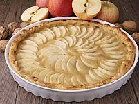 Torta di mele: la ricetta per prepararla con il pane raffermo avanzato