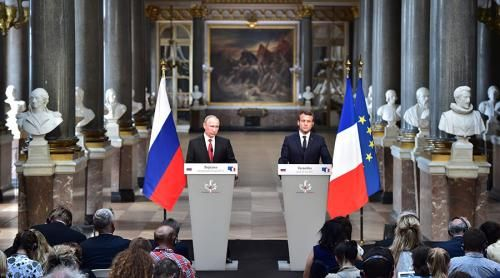 """We Have Told Each Other Everything"" – Highlights From Macron's First Meeting With Putin http://betiforexcom.livejournal.com/24189058.html  Just a few days after the young French president made headlines for his white-knuckled, ""not innocent"" handshake with Donald Trump, Russian president Vladimir Putin was prepared for his first meeting with Emanuel Macron, with the result captured on the following clip.TODAY 