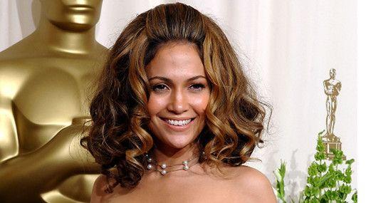 20 kändisfrisyrer vi aldrig vill se igen: Jennifer Lopez  http://nyheter24.se/modette/skonhet/776190-20-kandisfrisyrer-vi-aldrig-vill-se-igen  Horrible celeb hair