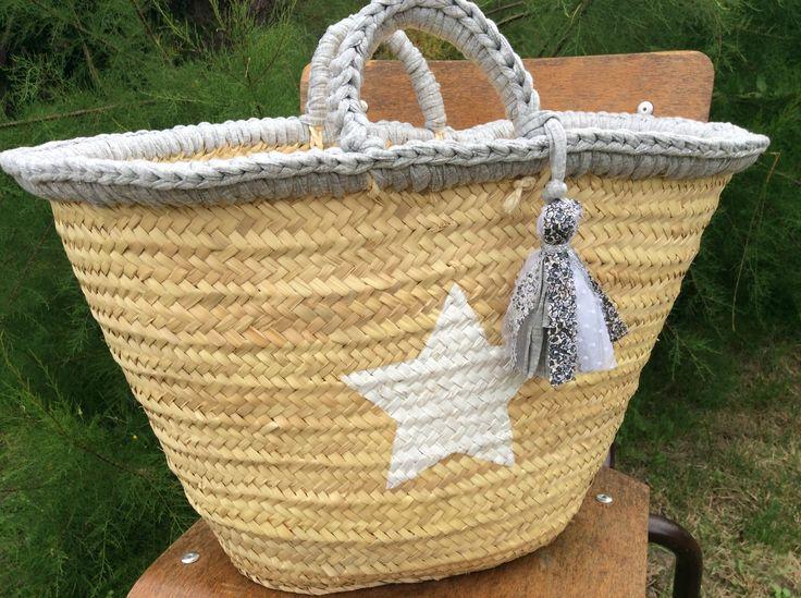 Grand panier en paille à anses en trapilho gris et étoiles blanches