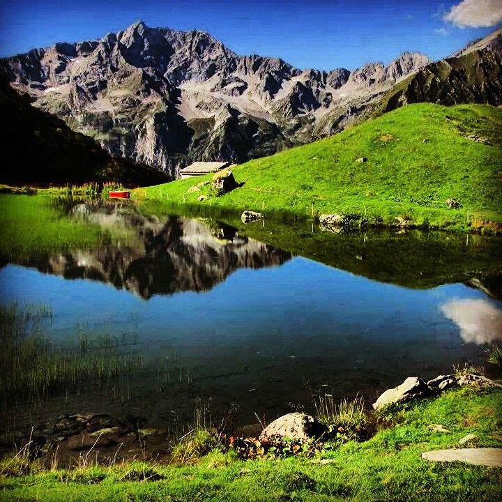 Alpe Campo, il balcone sul Monte Rosa. Sentiero da Pedemonte, frazione di Alagna Valsesia. Valsesia, Piemonte.