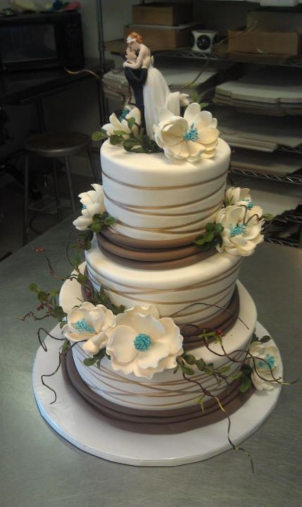 @Rachel Mialki...this is pretty! brown and teal wedding cake