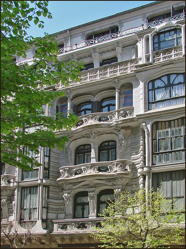 Casa Montero. Única mostra de modernisme a Bilbao destinada a ús residencial…