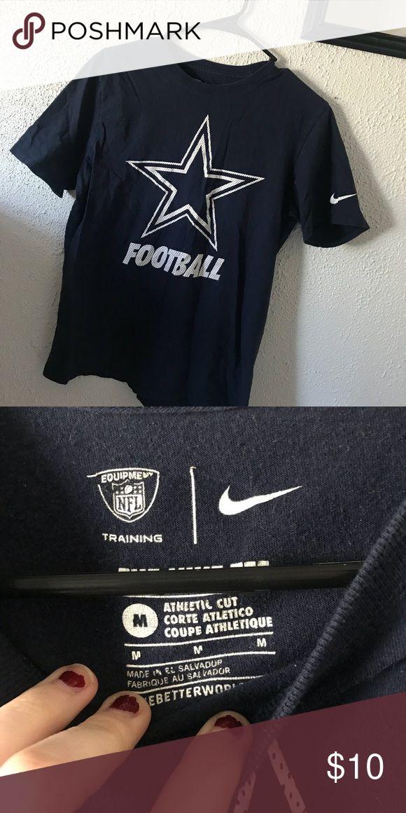 Nike NFL Dallas Cowboys Tee Men's Nike NFL Dallas Cowboys Tee hardly worn!  nothing on the back!  size medium.  bundle to save on other items Nike Shirts Tees - Short Sleeve