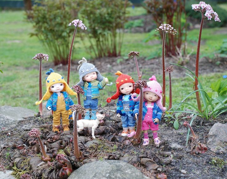 four small dinosaurs in our garden irrealdoll
