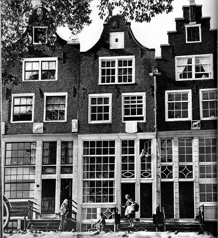 1960's. The Zandhoek in Amsterdam is a street that connects the Grote Bickerstraat and Bokkinghangen. The street is located at the Westerdok on Realeneiland. Photo Cas Oorthuys. #amsterdam #1960 #zandhoek