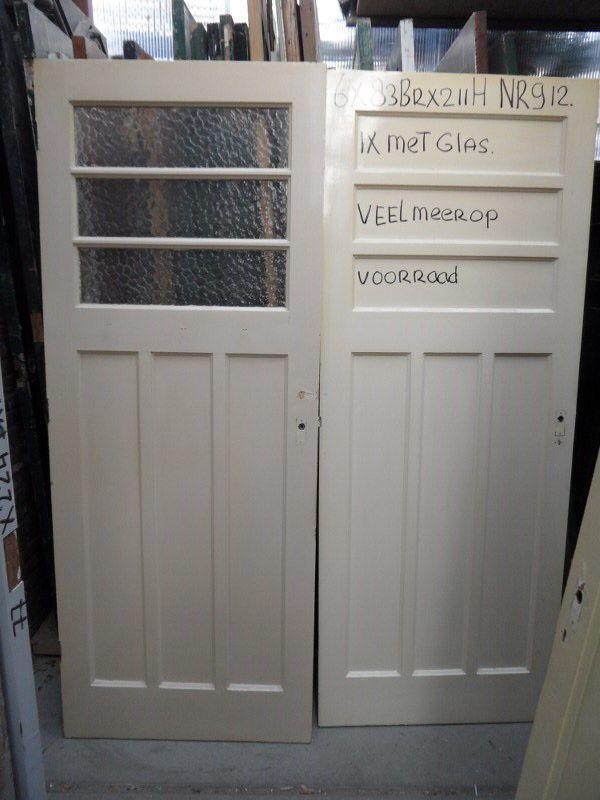 Grote voorraad glas in lood schuifdeuren in onze loods in den haag. www.mammoetoudebouwmaterialen.nl