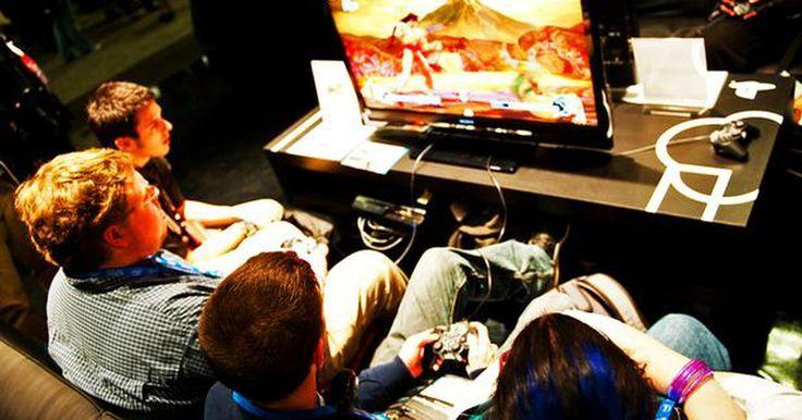 Requisitos de los emuladores de PS2 para computadora. Los emuladores son programas que simulan el software de otros sistemas, generalmente consolas de juego. Este software permite que los usuarios utilicen juegos de consolas en sus computadoras usando archivos especiales llamados ROM. Existen numerosos emuladores disponibles, como el famoso Project64, el cual emula la consola de juegos Nintendo 64. ...