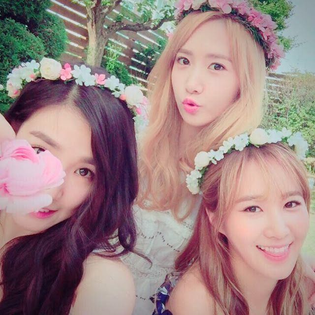 SNSD's Tiffany shared beautiful pictures together with YoonA and Yuri