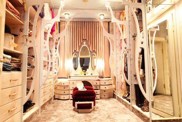 I guess it's all women's dream to have a beautiful dressing room, and I would love to have myself an elegant dressing room with lots of hanging spaces and beautiful clothes & shoes!