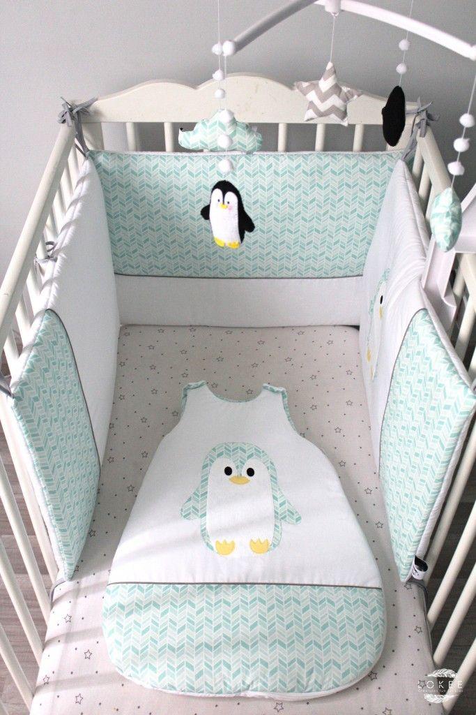 Tour de lit, gigoteuse et mobile musical bébé collection Petit Pingoo blanc et mint et sa touche de gris.